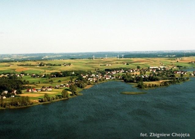 Zdjęcie lotnicze - widok doliny u podnóża miejscowości Wiżajn - Kliknięcie spowoduje wyświetlenie powiększenia zdjęcia