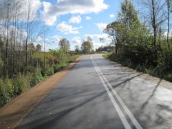 Fotografia drogi asfaltowej