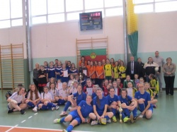 Powiatowy Halowy Turniej LZS w Piłce Nożnej Dziewcząt dla rocznika 2002-4004 o puchar Starosty Suwalskiego