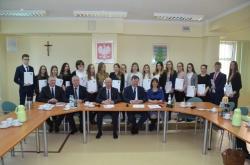 Stypendia za wyróżniające wyniki w nauce przyznane przez Zarząd Powiatu w Suwałkach - 2018