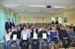 Stypendia za wyróżniające wyniki w nauce przyznane przez Zarząd Powiatu w Suwałkach-18.10.2018
