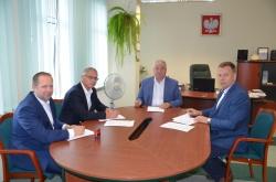 Powiat Suwalski podpisał kolejne umowy na remont dróg