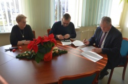 Umowa na prowadzenie punktu nieodpłatnej pomocy prawnej w powiecie podpisana