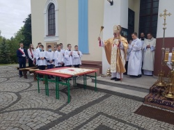Uroczystość nadania imienia świętego Jana Pawła II Szkole Podstawowej w Raczkach