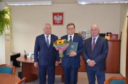 Podziękowanie za wieloletnią współpracę Dyrektorowi Zespołu Szkół im. gen. Ludwika Michała Paca w Dowspudzie