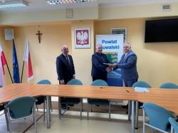 Podpisanie umowy na budowę parkingu przy budynku Starostwa Powiatowego w Suwałkach